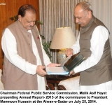 Chairman Federal Public Service Commission, Malik Asif Hayat presenting Annual Report- 2013 of the commission to President Mamnoon Hussain at the Aiwan-e-Sadar on July 25, 2014.