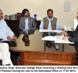 Federal Minister for Commerce, Engr. Khurram Dastgir Khan receiving a briefing from the Director General Trade Development Authority of Pakistan during his visit to the Islamabad office on 11-07-2014.