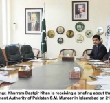 Federal Minister for Commerce, Engr. Khurram Dastgir Khan is receiving a briefing about the strategy to double Pakistan's exports from CEO Trade Development Authority of Pakistan S.M. Muneer in Islamabad on 21-07-2014.