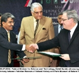 Islamabad.23-07-2014:  Federal Minister for Science and  Technology, Zahid Hamid, witnessing the MoU signing ceremony between Pakistan Museum of Natural History and Paris Museum of Natural History.